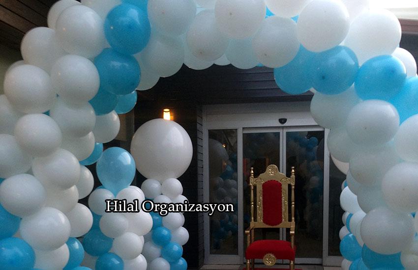 mavi beyaz balon süsleme sünnet organizasyon